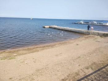 Набережная, вдали белая точка на воде - это баня на плаву, на которую вывозят на лодке 2500 рублей час - IMG_20190815_120426.jpg